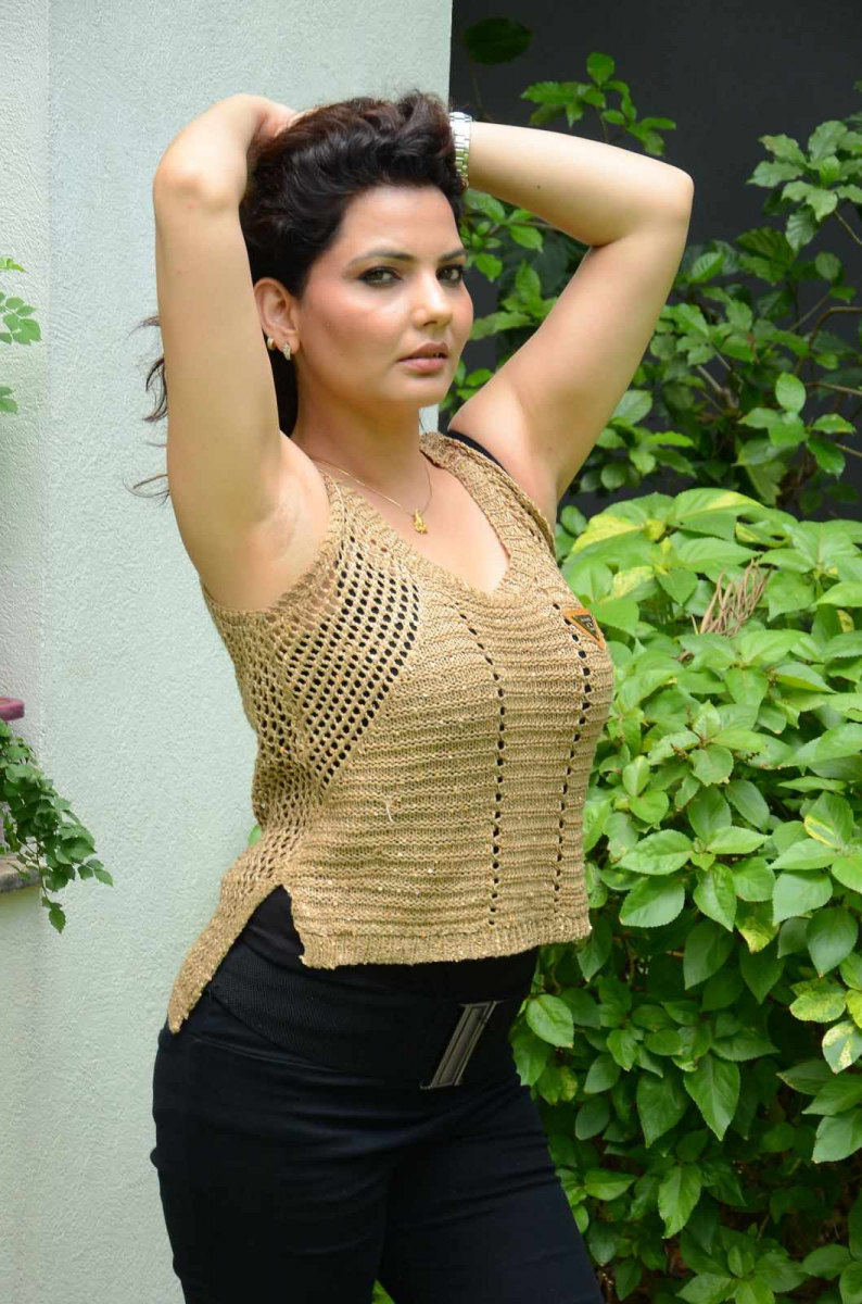 Madhavi Sharma hot images