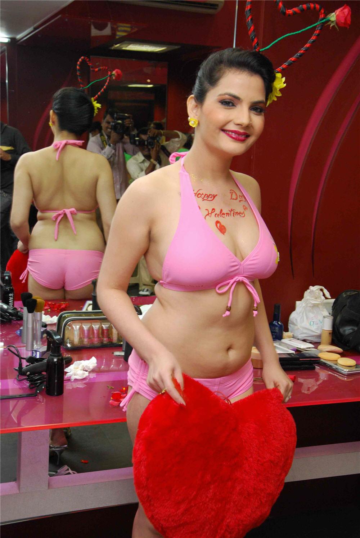 Madhavi Sharma sexy bikini pics