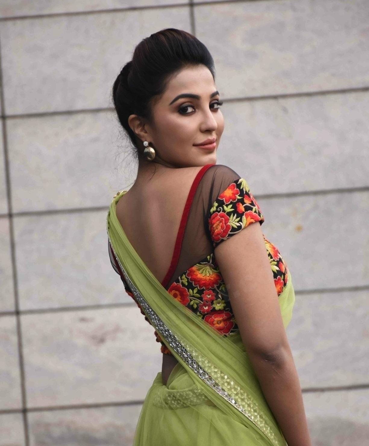 Parvathy Nair hot sexy pics