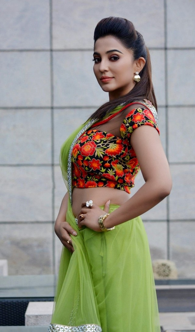 Parvathy Nair hot topless images