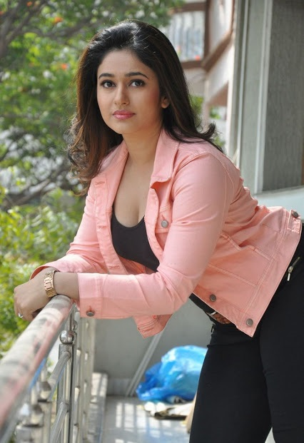 Poonam Bajwa hot in tights