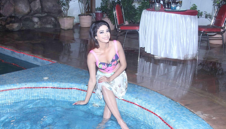 Rina Charaniya sexy images