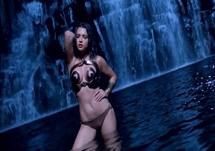 Ruhi Singh hot images in bikini