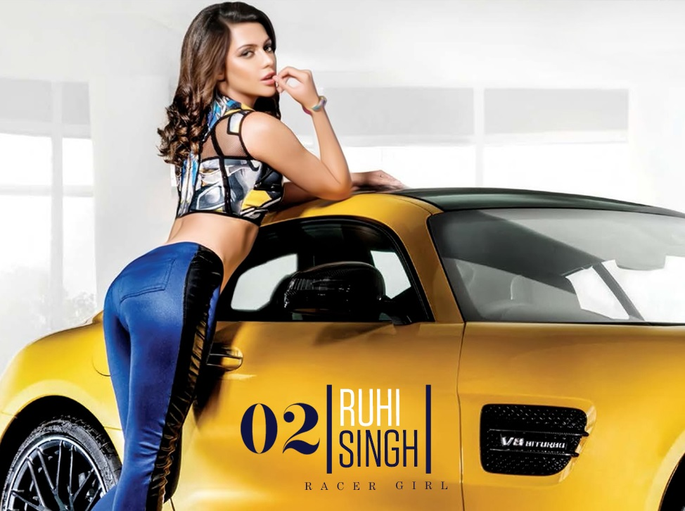 Ruhi Singh hot in swimsuit