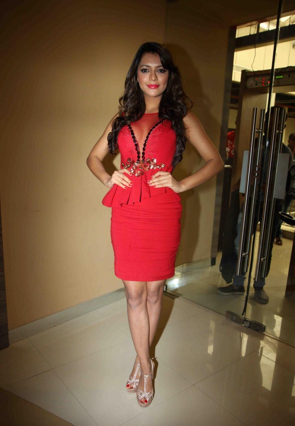 Ruhi Singh hot sexy pics