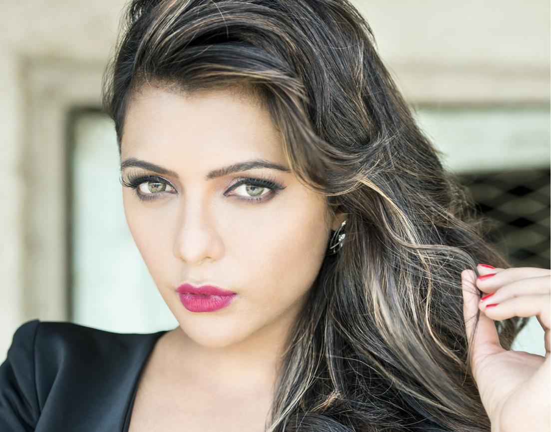 Ruhi Singh hot stills