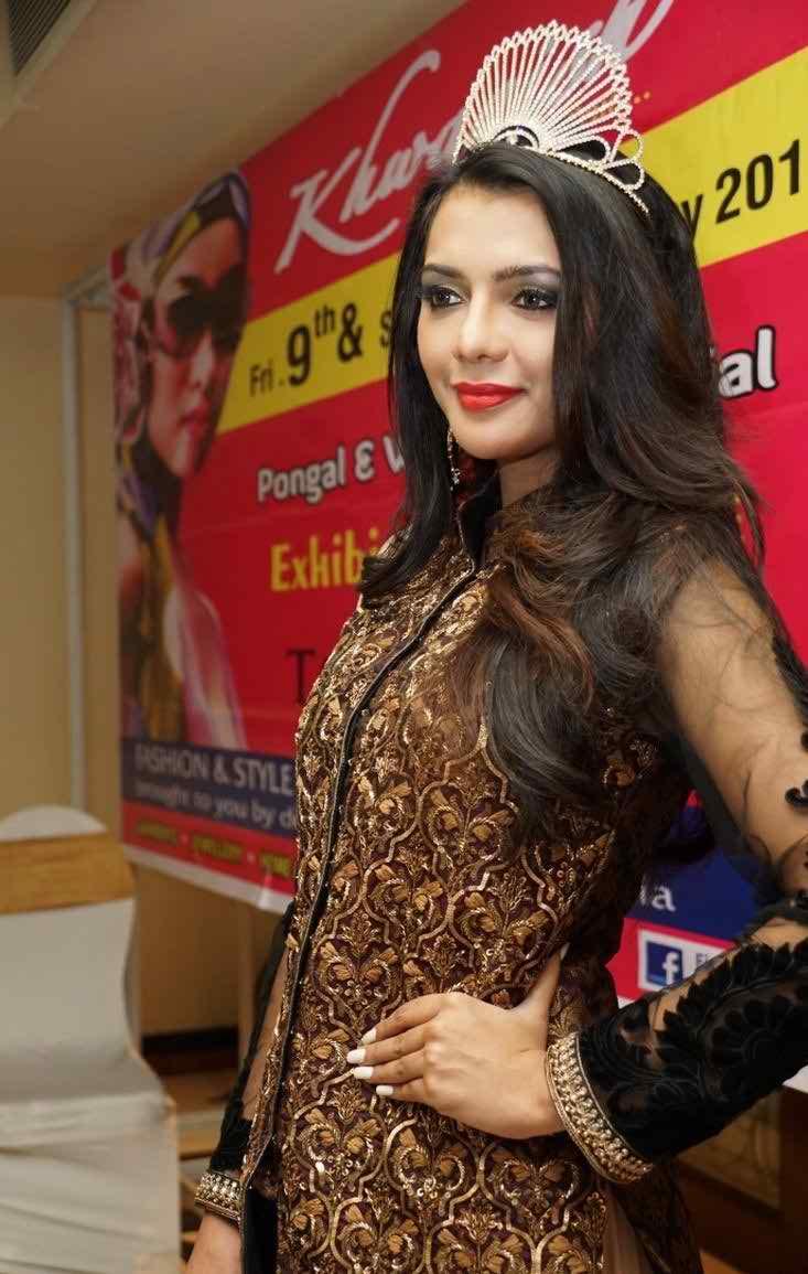 Ruhi Singh sexy pics