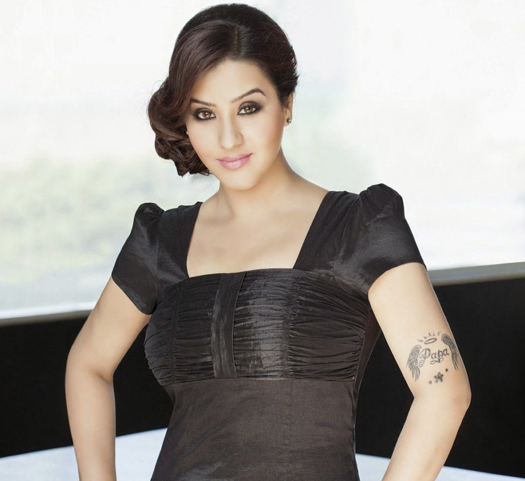 Shilpa Shinde hot in black dress