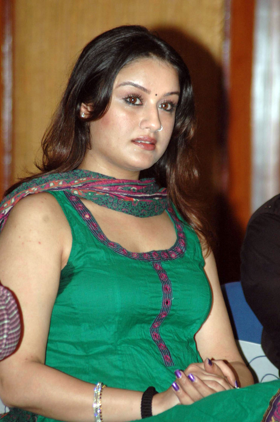 Sonia Agarwal hot in saree