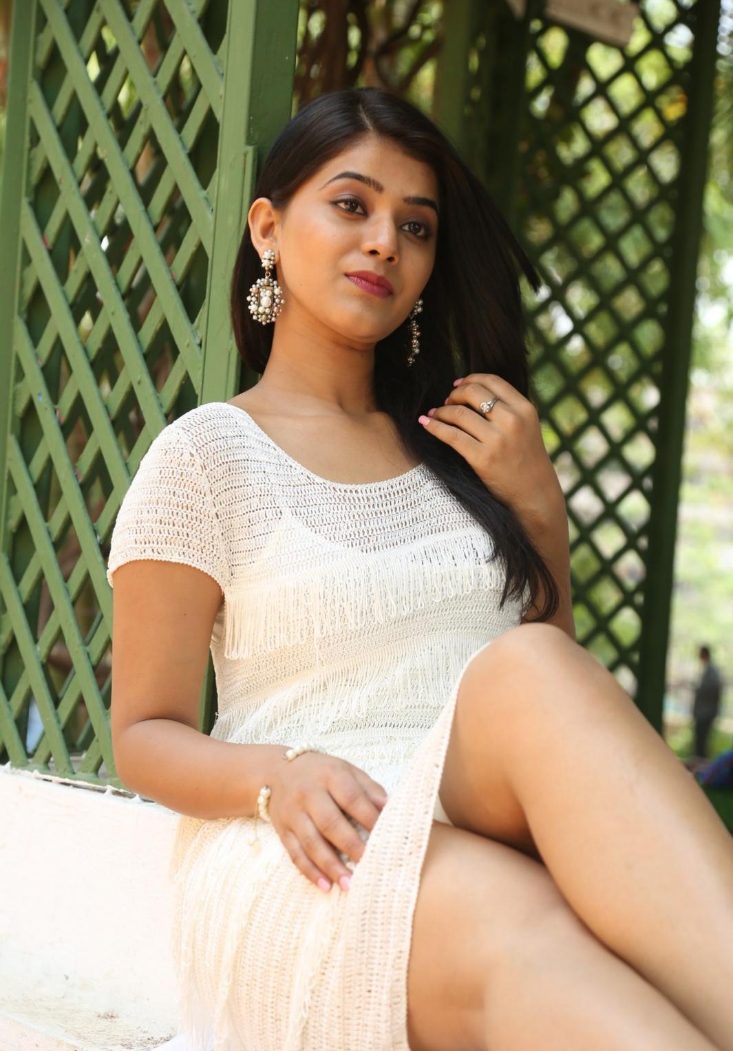 Yamini Bhaskar hot in tights