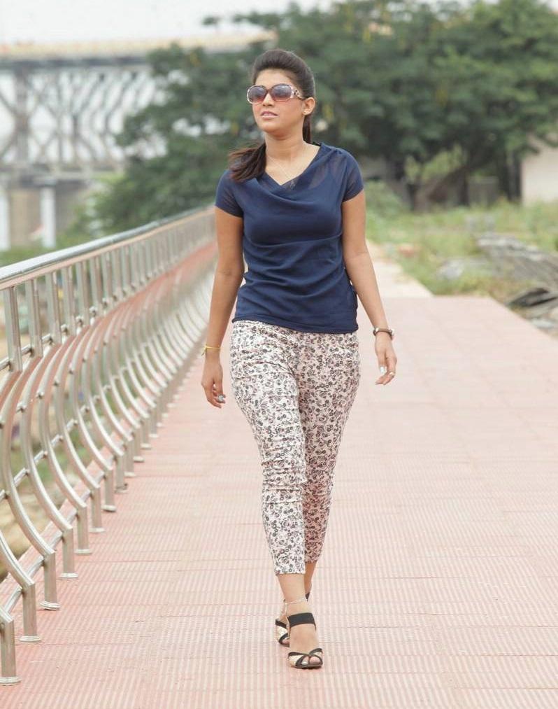 Yamini Bhaskar hot pics