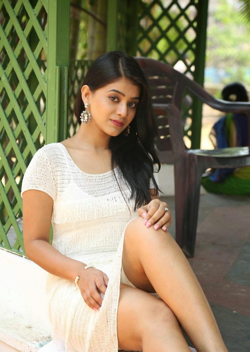 Yamini Bhaskar hot sexy legs