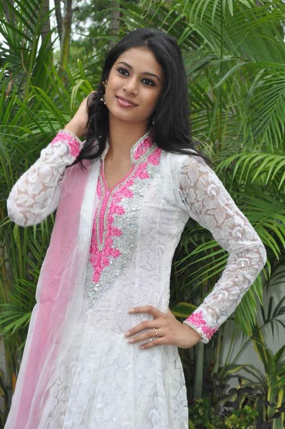 Zara Shah hot and cute pics