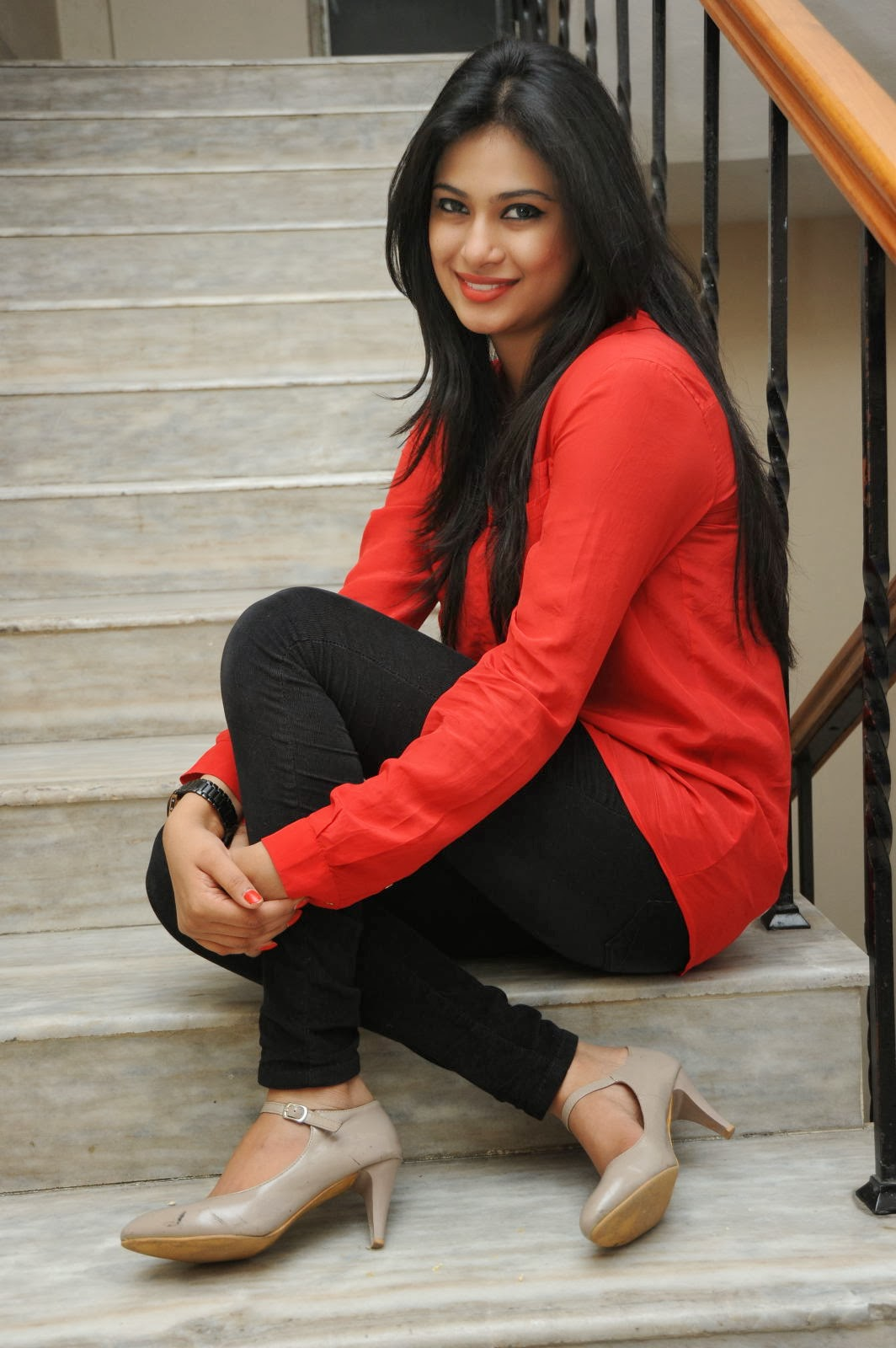 Zara Shah hot in red dress