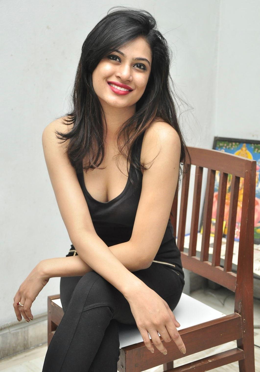 Zara Shah hot photos in tights