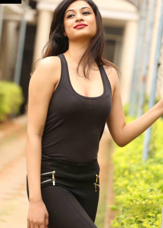 Zara Shah hot pics in bikini