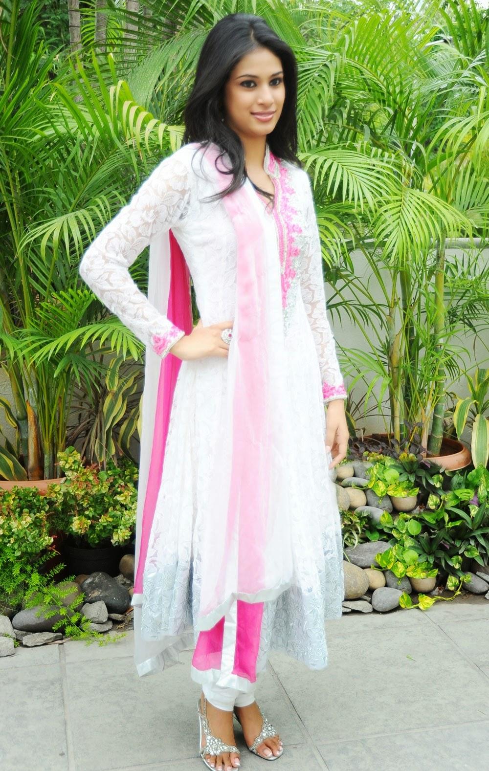 Zara Shah hot spicy pics