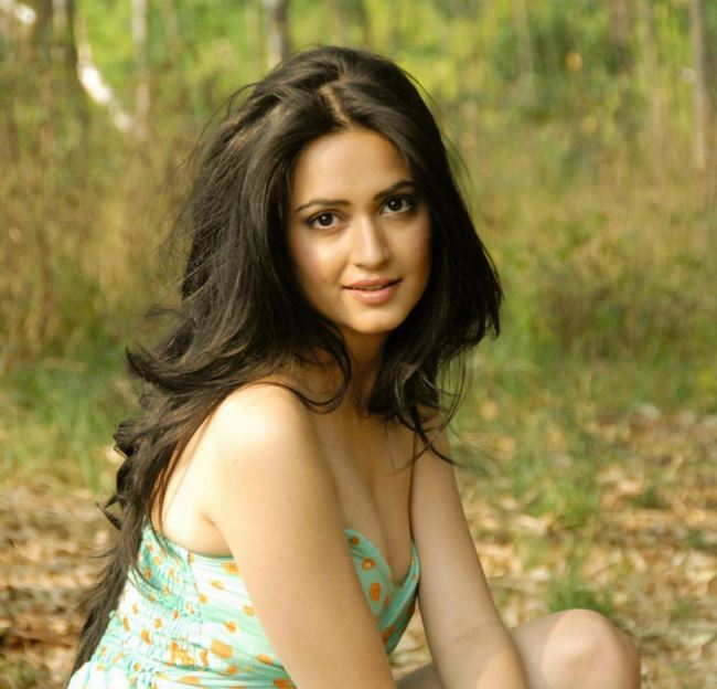 Kriti Kharbanda hot images