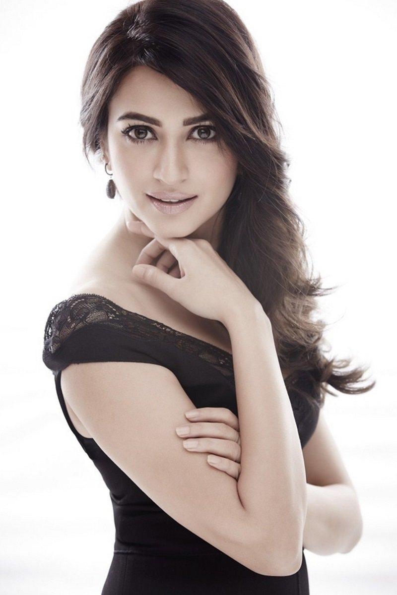 Kriti Kharbanda hot pics