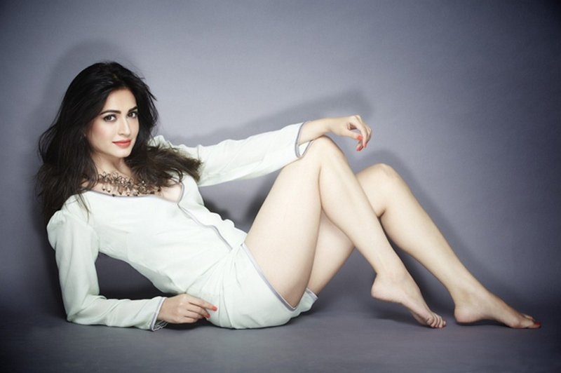 Kriti Kharbanda hot