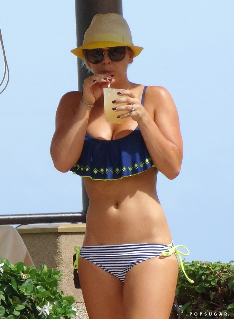 kaley cuoco hot and sexy
