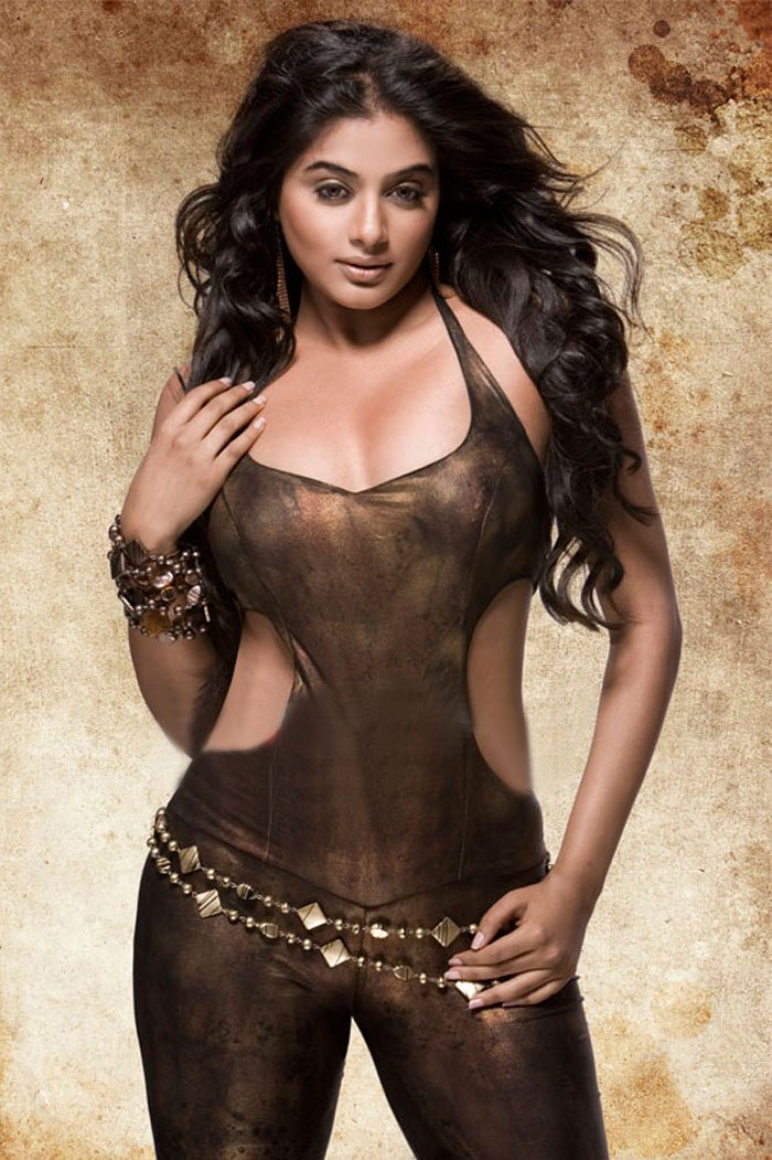 priyamani hot topless