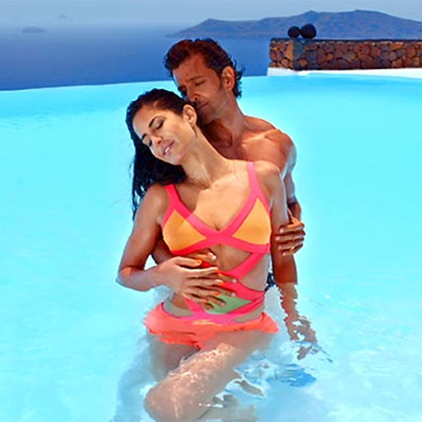 katrina-kaif-smoking-hot-while-romancing-hrithik-in-the-pool-wearing