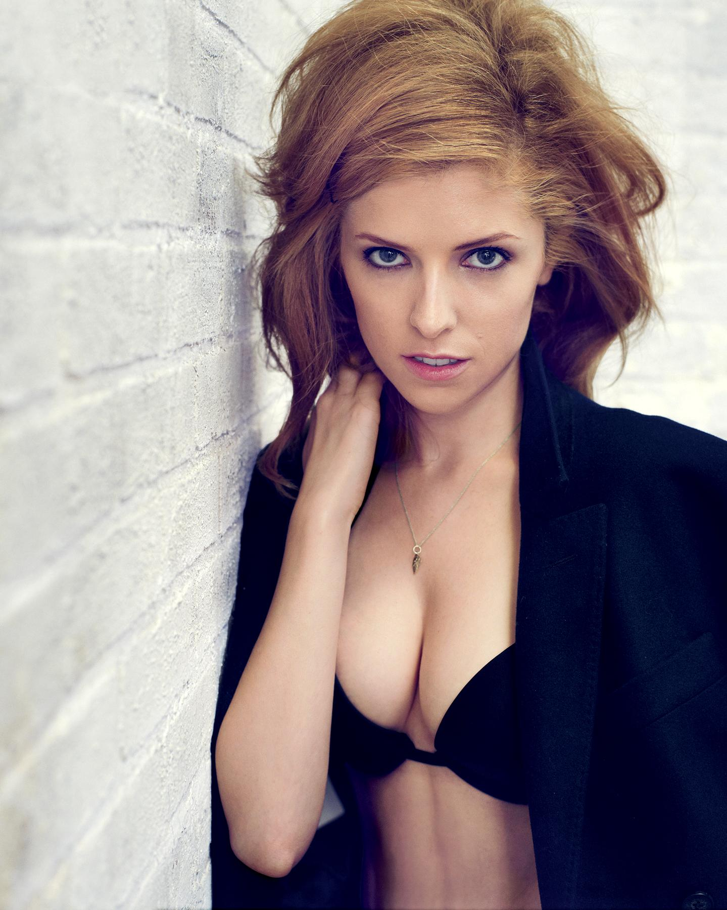 anna-kendrick-hot-in-lingerie