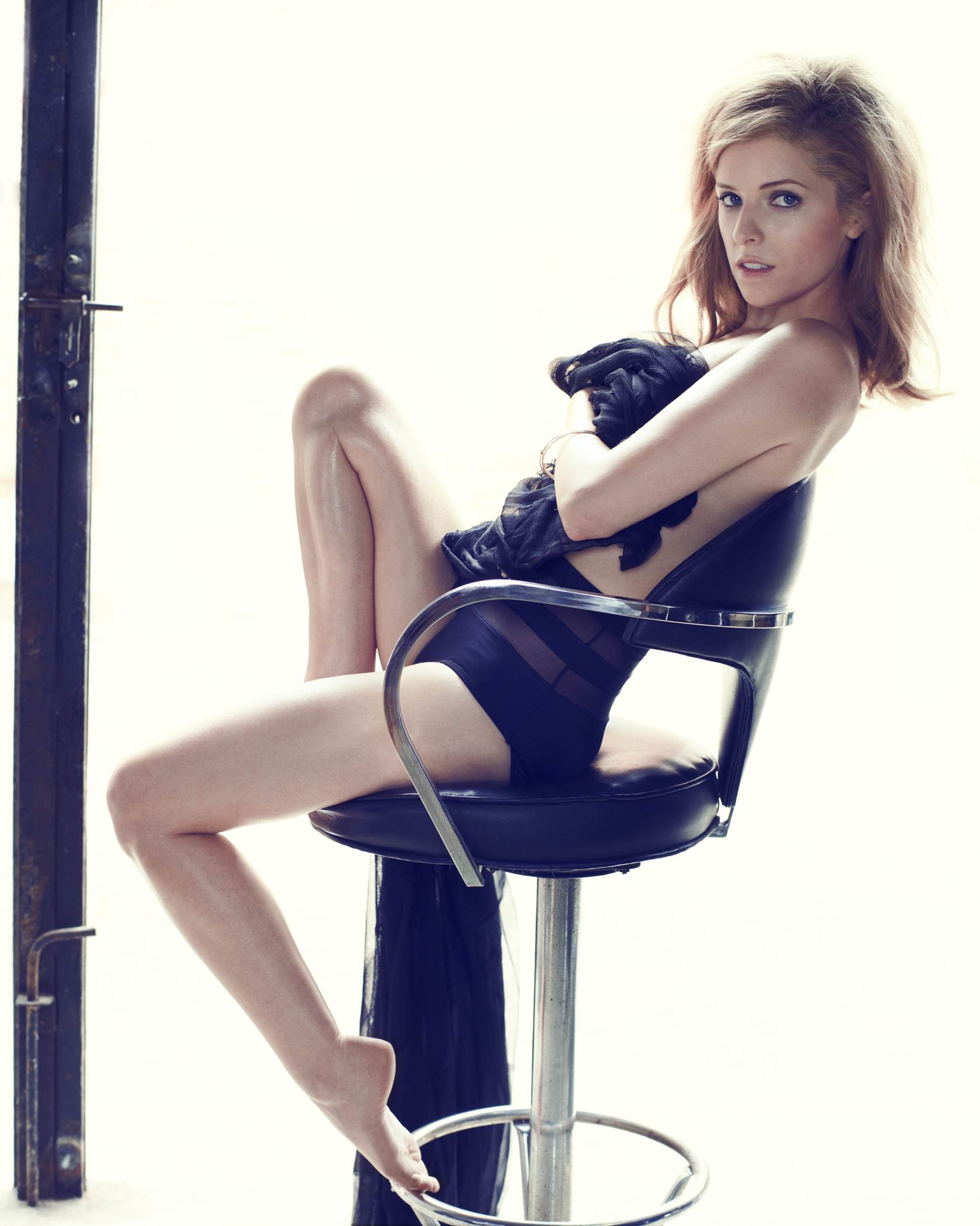 anna-kendrick-hot-sexy-stills
