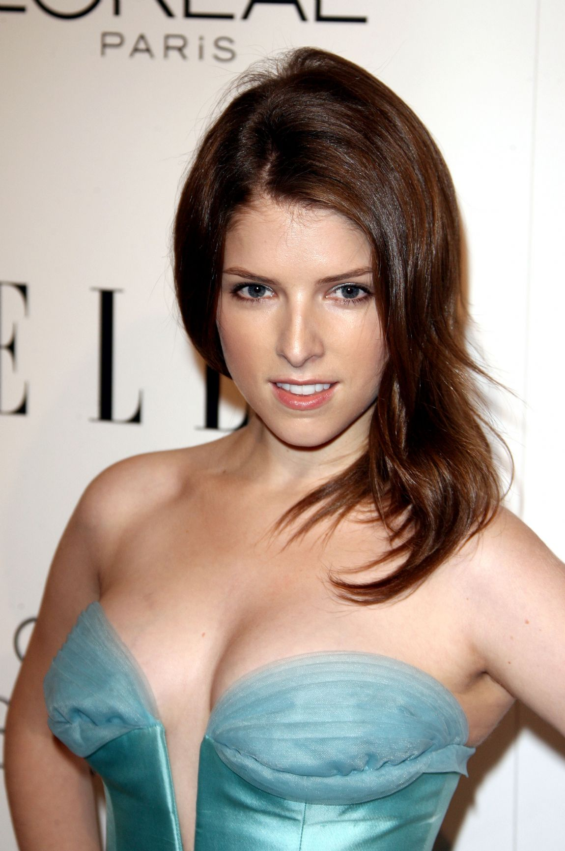 anna-kendrick-sexy-photos-in-bikini
