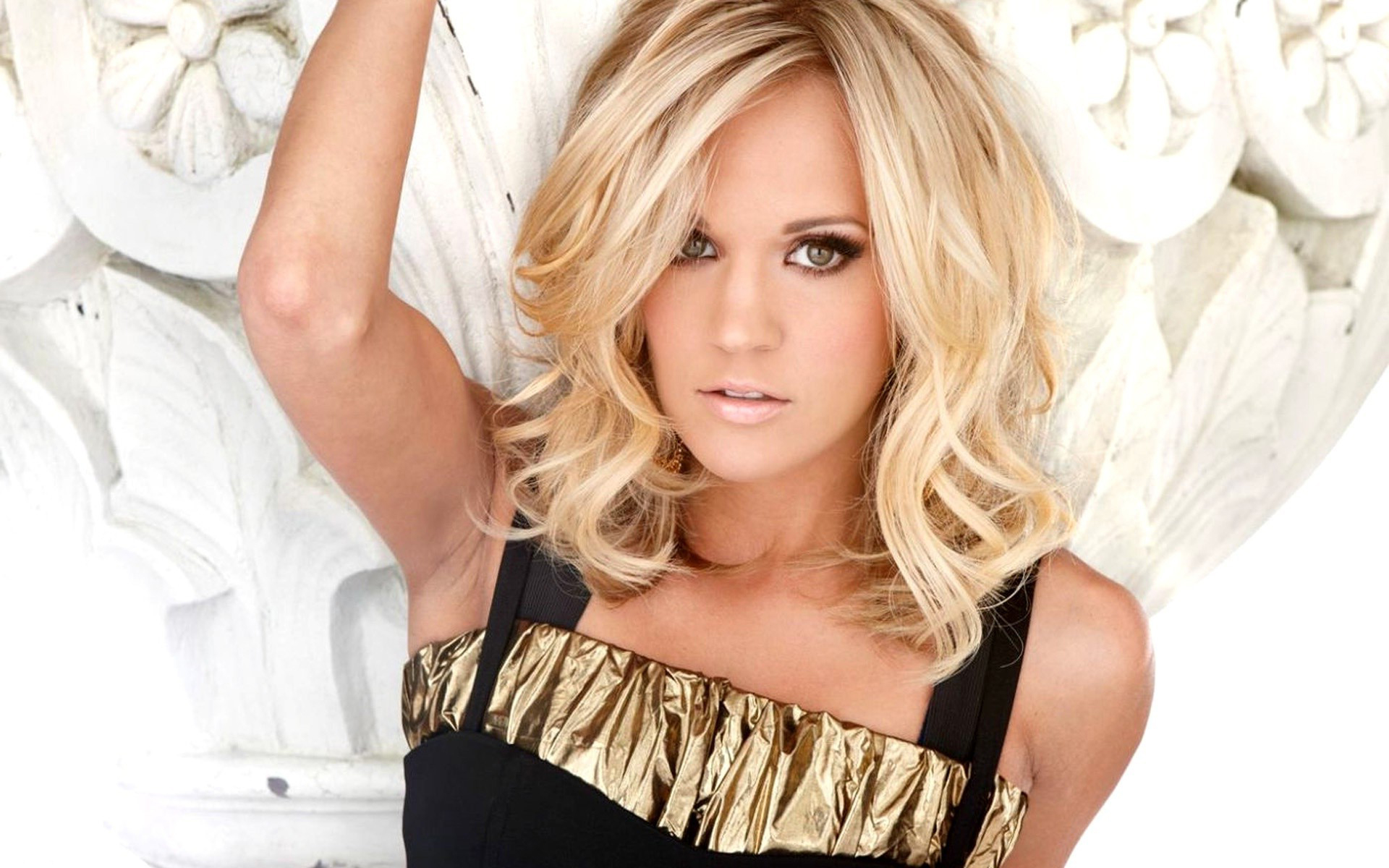 carrie-underwood-topless-image