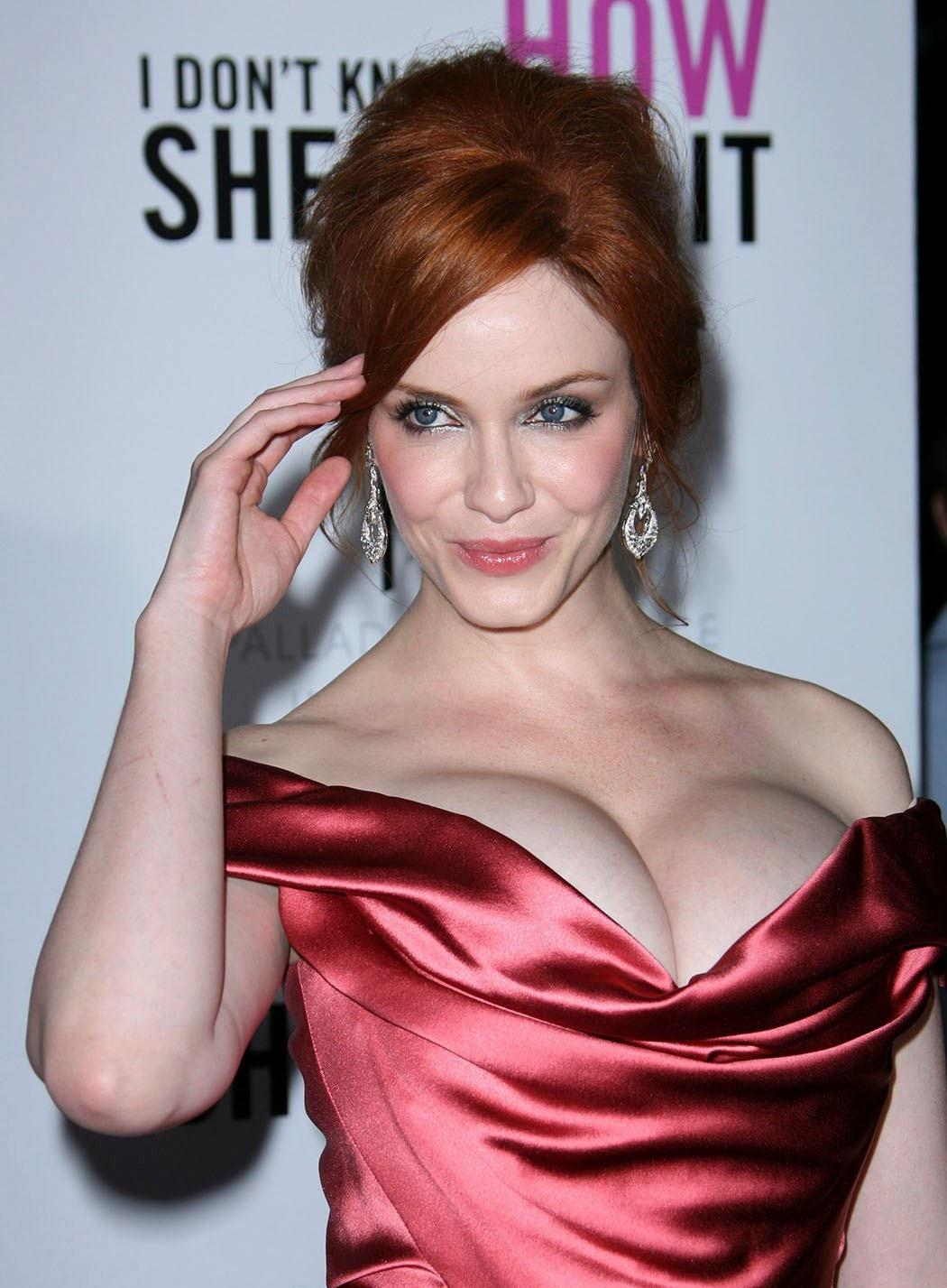 christina-hendricks-boobs-size