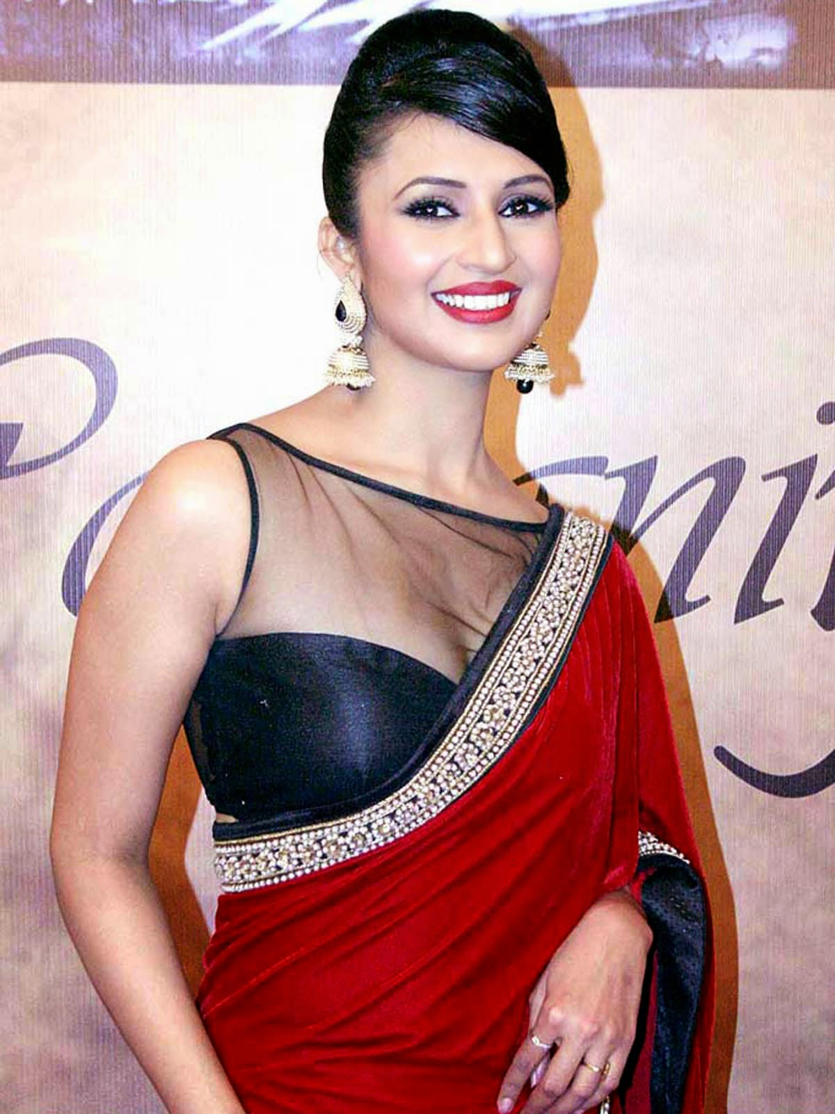 divyanka-tripathi-beautiful-wallpapers