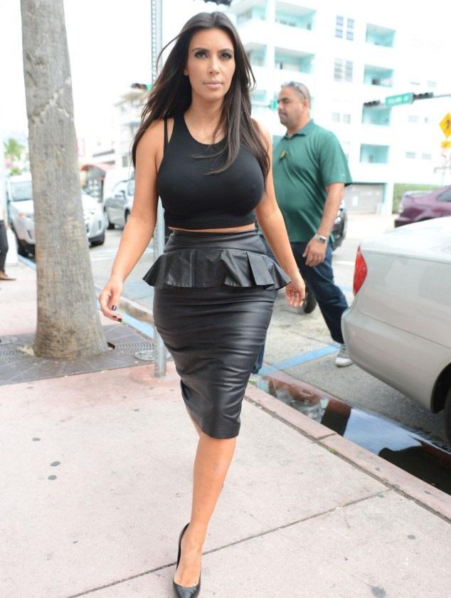 kim-kardashian-hot-bikini-pics