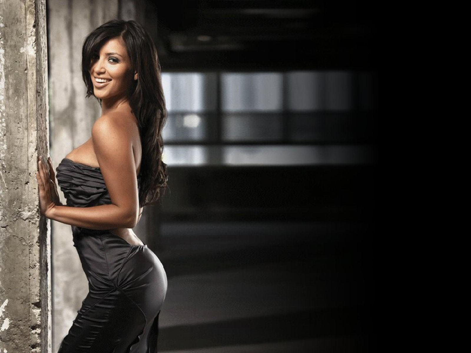 kim-kardashian-hot-images-in-bikini