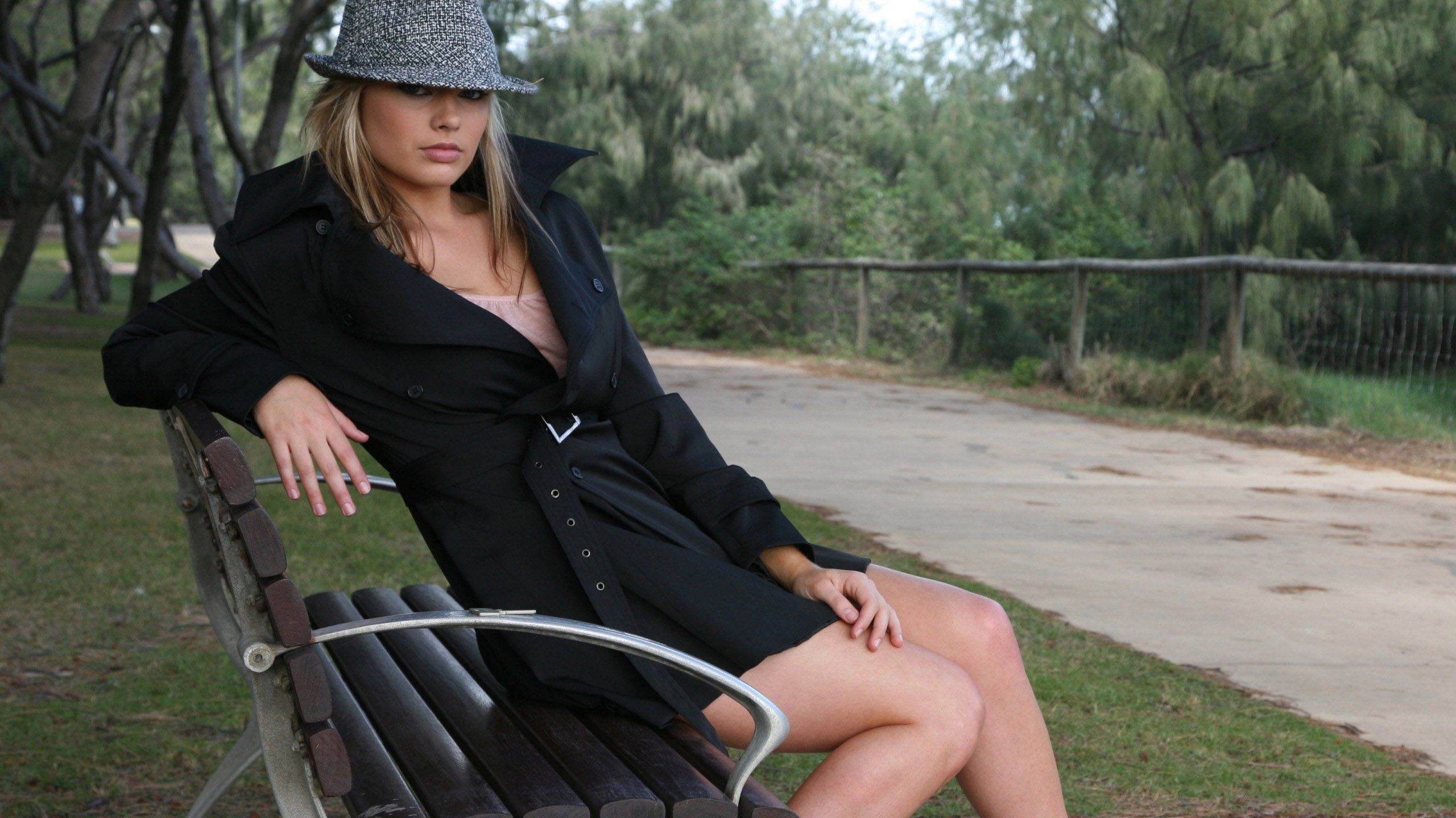 margot-robbie-hot-image-in-lingerie