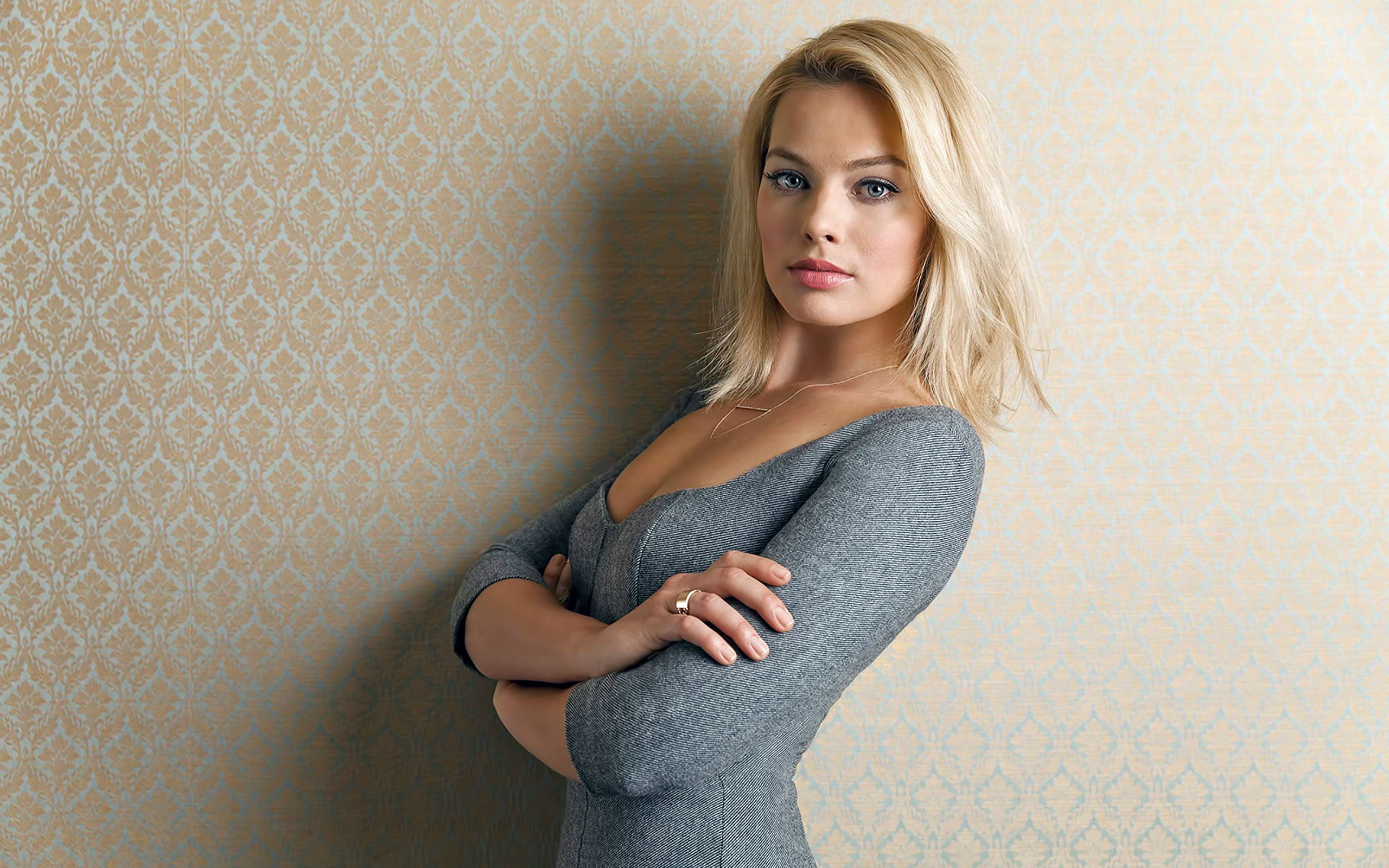 margot-robbie-hot-and-sexy-leaked-photoshoots