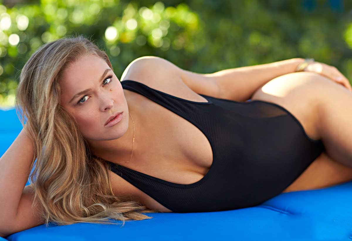 ronda-rousey-hot-and-sexy-bikini-photos-with-boyfriend