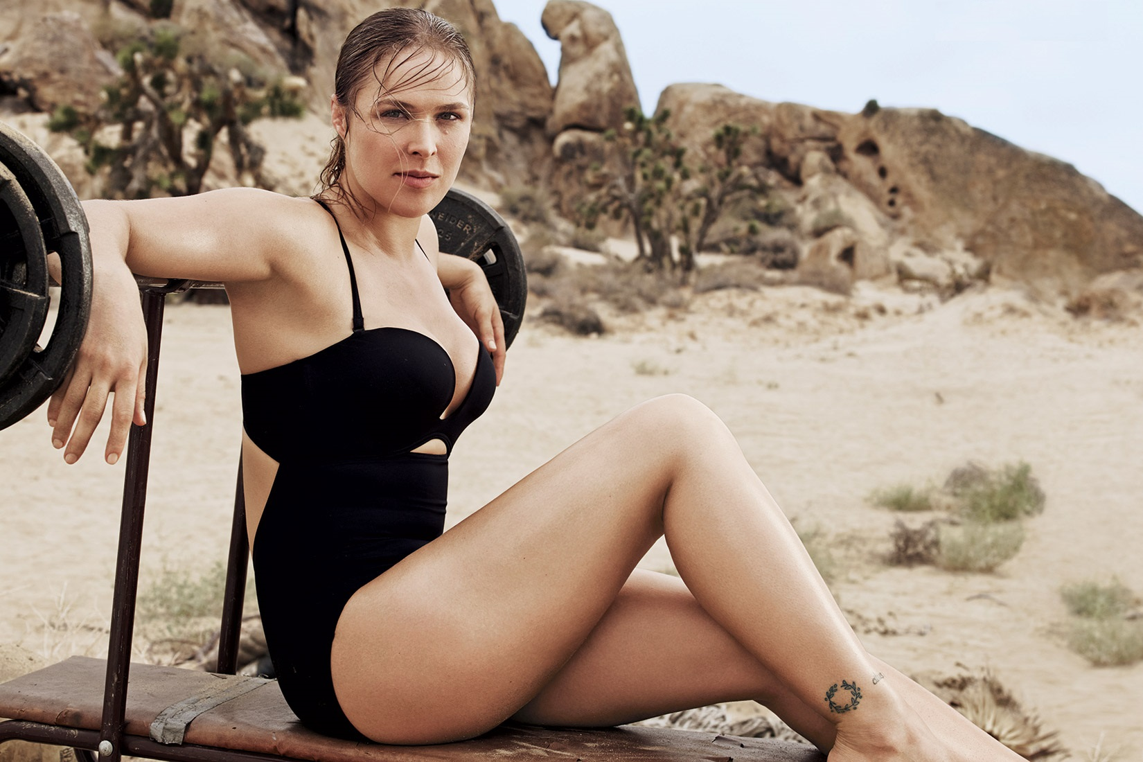 ronda-rousey-hot-photoshoot-in-bikini