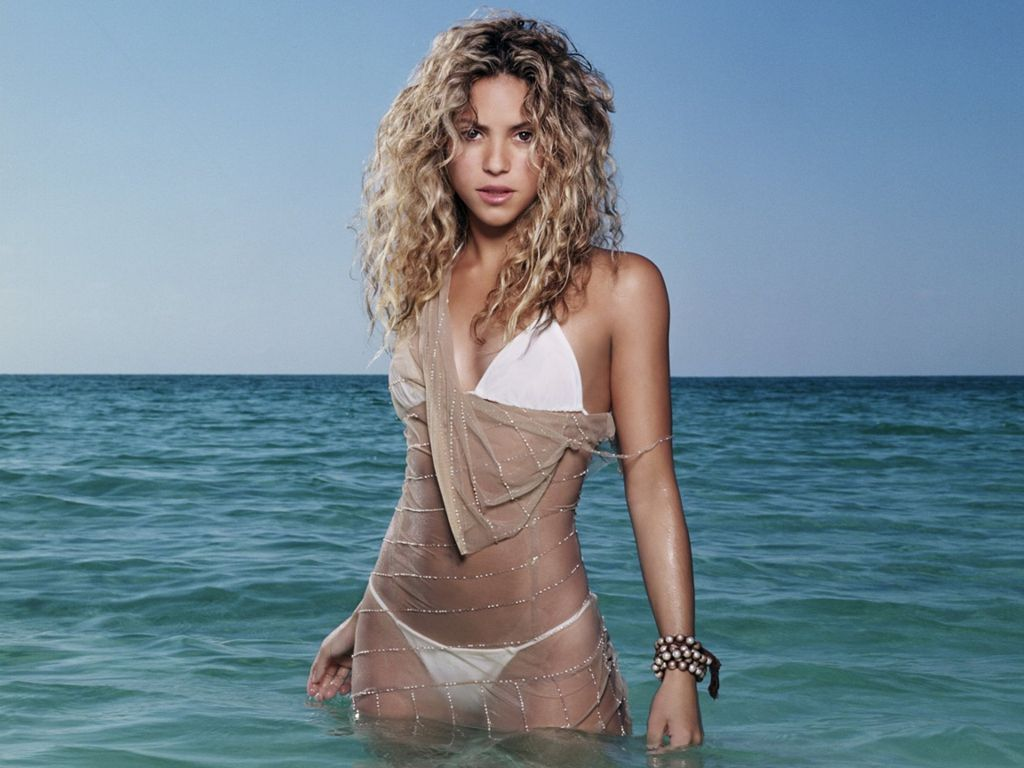 shakira-hot-images-in-lingerie