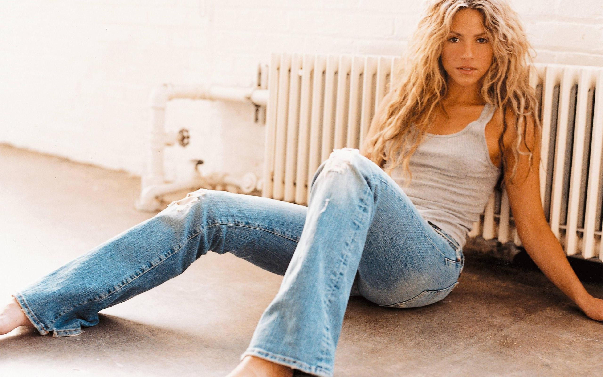 shakira-hot-photoshoot