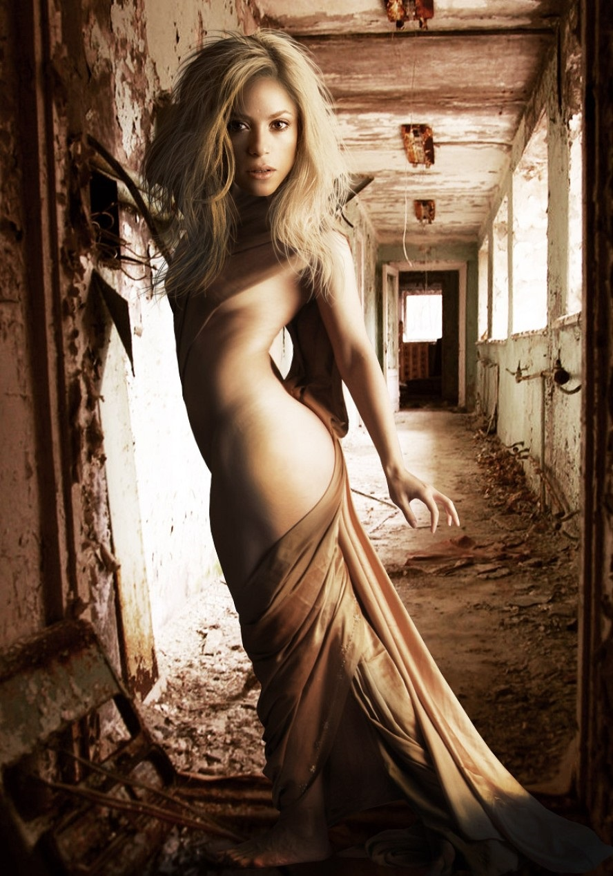 shakira-in-a-deserted-building-95072