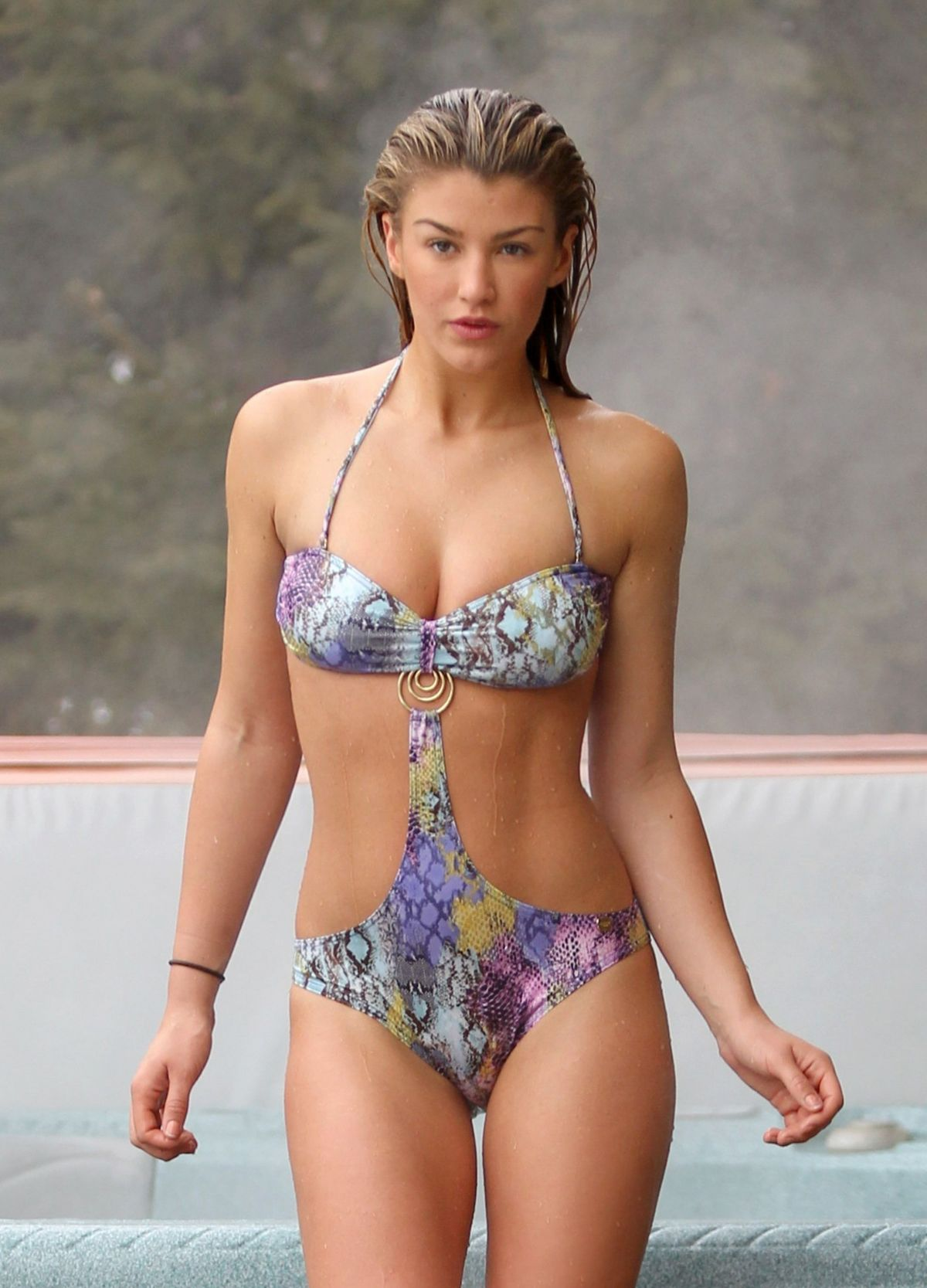 amy-willerton-hot-legs