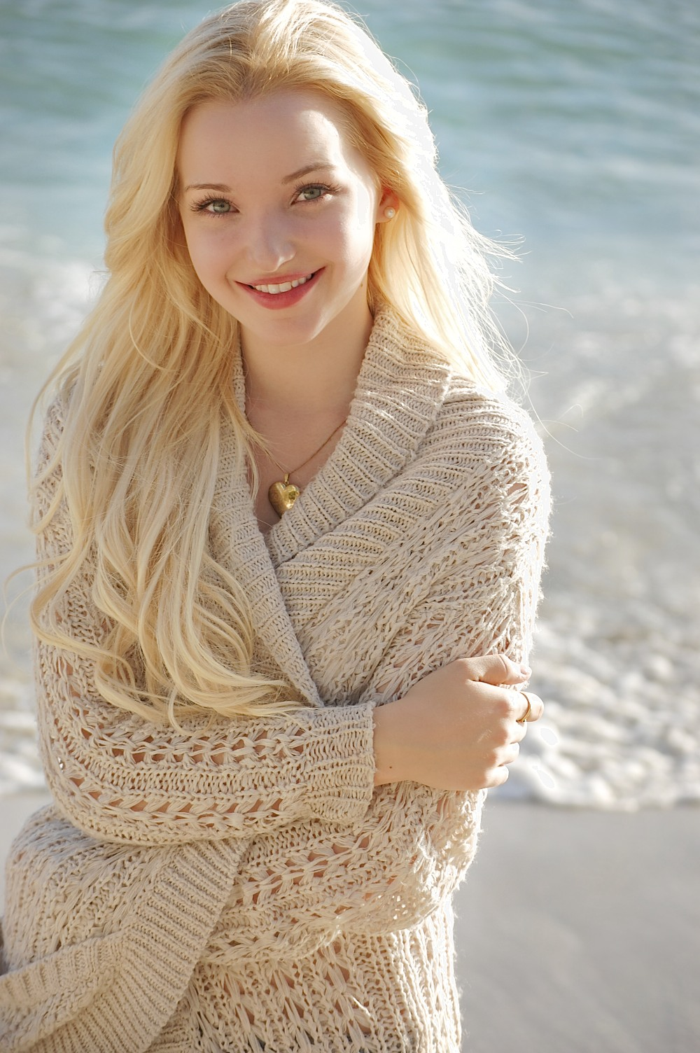 dove-cameron-hot