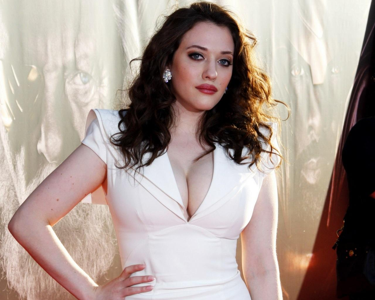 kat-dennings-hot-wallpapers-in-bikini