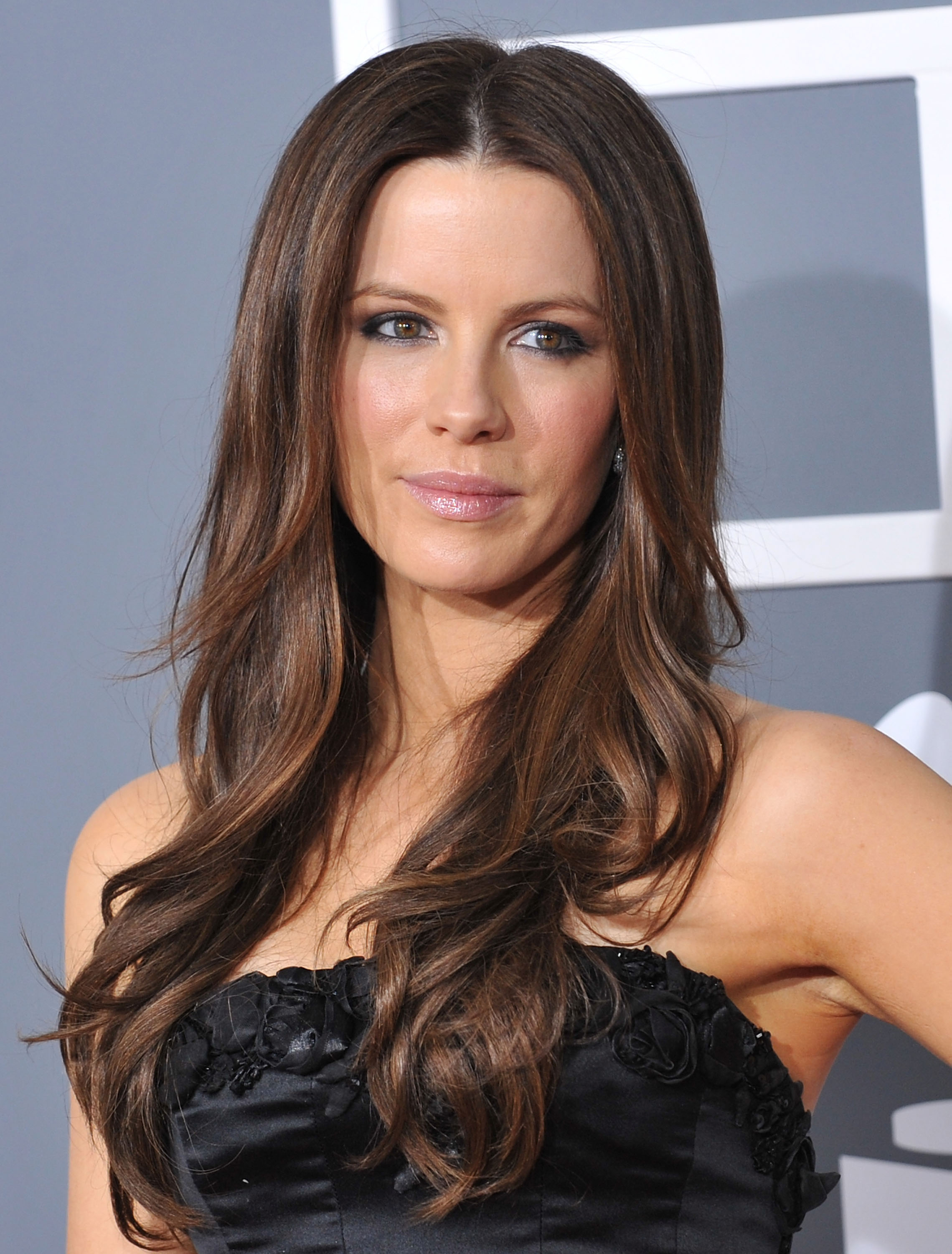 LOS ANGELES, CA - FEBRUARY 08: Actress Kate Beckinsale arrives at the 51st Annual Grammy Awards at the Staples Center on February 8, 2009 in Los Angeles, California. (Photo by Jon Kopaloff/FilmMagic)