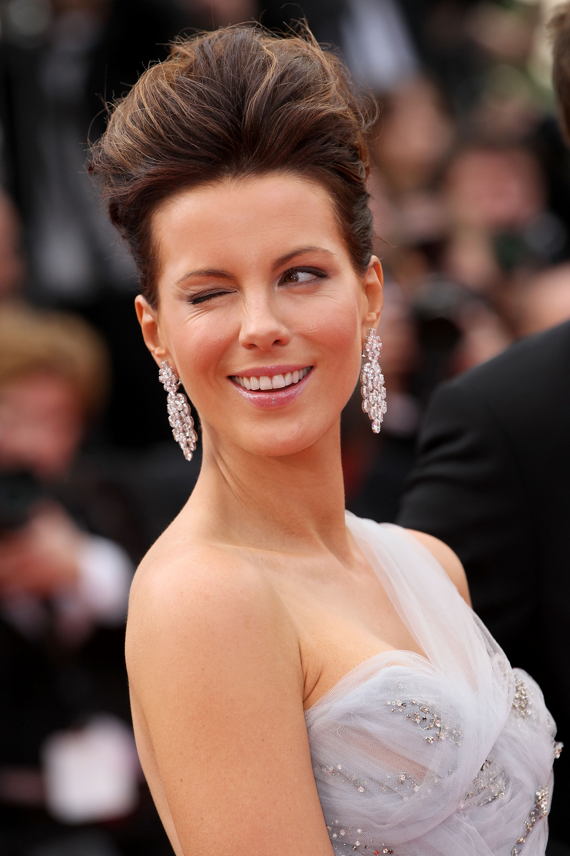 "CANNES, FRANCE - MAY 12: Jury member Kate Beckinsale attends the ""Robin Hood"" Premiere at the Palais des Festivals during the 63rd Annual Cannes Film Festival on May 12, 2010 in Cannes, France. (Photo by Sean Gallup/Getty Images)"