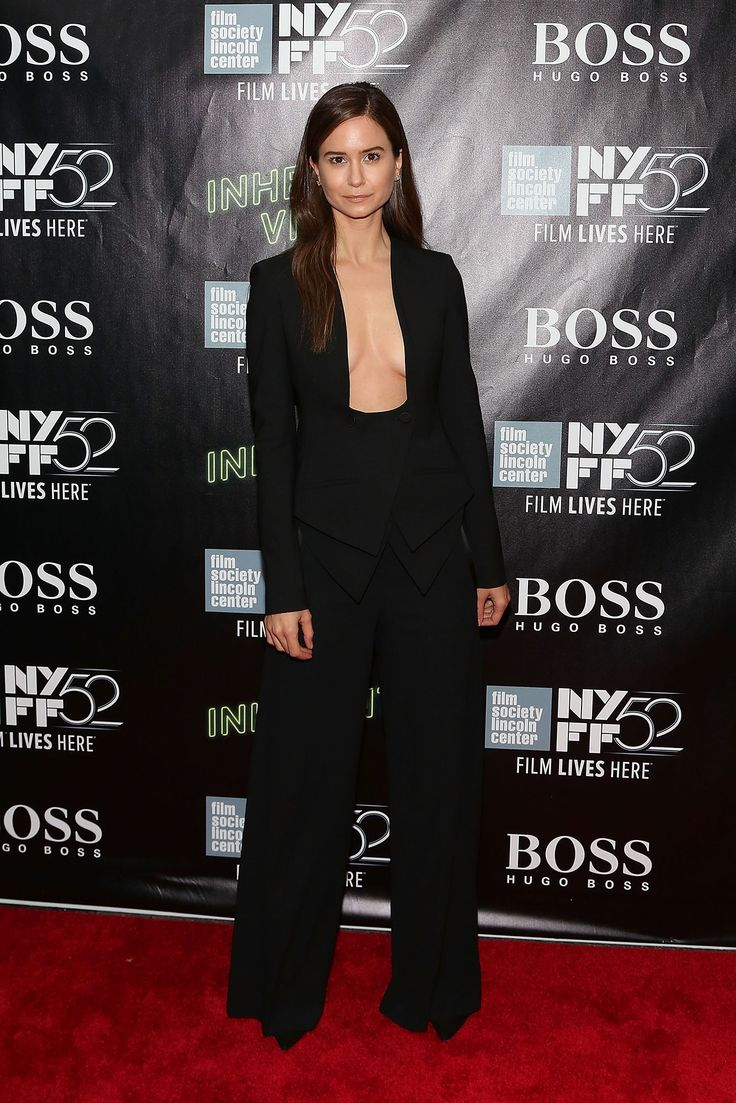 katherine-waterston-showing-boobs