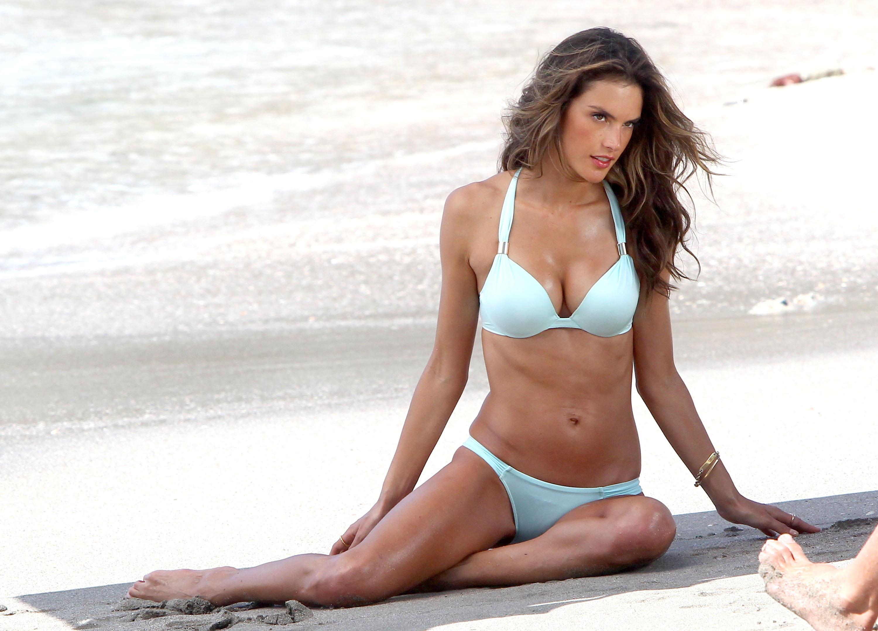 51003697 Model Alessandra Ambrosio shows off her bikini body on a Victoria's Secret photo shoot on the beach of sunny St Barts on January 31, 2013. FameFlynet, Inc - Beverly Hills, CA, USA - +1 (818) 307-4813