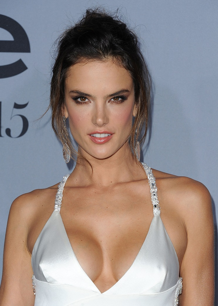 alessandra-ambrosio-topless-photos